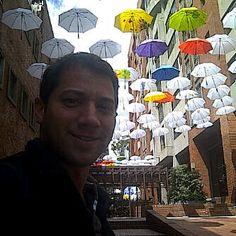 """Lluvia de Paraguas """"...y es que si del cielo te caen paraguas, estás preparado(a) para cualquier chaparrón"""". En el Centro Comercial Andino, Bogotá - Colombia by @oberdandelucia #ParaguasConArte"""