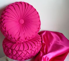 Round Throw Pillow Ideas : 1000+ images about Pillow Designs on Pinterest Throw pillows, Round pillow and Pillows