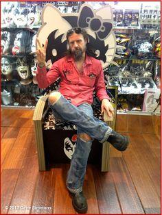 Rob Zombie rockin the new Kiss Hello Kitty chair