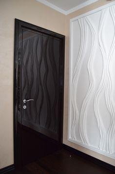 Входные и межкомнатные деревянные двери всевозможных стилей и под любой готовый или только запланированный интерьер. Большинство операций проводится вручную и с соблюдением всех технологических процессов. В наличие различные варианты капителей и декоративных наличников, призванных украсить двери и сделать их дизайн уникальным.