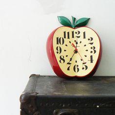Retro VINTAGE Ingraham Apple Clock by EdisonCo on Etsy