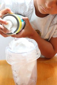 Bolsitas sensoriales para niños de 1 a 3 años | Blog de BabyCenter Activities For 2 Year Olds, Baby Gym, Baby Center, Sensory Play, Reggio, Blog, Display Stands, Sensory Activities, Art Activities