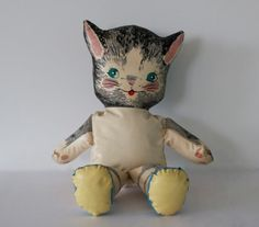 """Vintage Stuffed Vinyl Cat DollThis doll was purchased as a printed pattern on vinyl, then cut, hand sewn and stuffed.Measures 13"""" tall Torso is about 4"""" wide Редкие 1960-х годов Винтаж ручной работы Фаршированная Винил кошку VintageLoveJunk"""