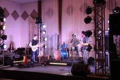banda Rock And Roll, Celebrations, Ceiling Lights, Beautiful, Tips, Sash, Rock Roll, Rock N Roll, Ceiling Lamps
