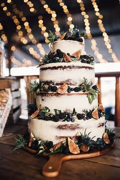 Semi Naked cake trend has really seen a great deal of popularity this year. For couple it makes a clear statement about their style, perfectly accompanying a boho wedding. Semi Naked Wedding Cake with Fig Decor Boho Wedding, Rustic Wedding, Wedding Flowers, Dream Wedding, Wedding Day, Wedding Bells, Wedding Foods, Wedding Season, Wedding Themes