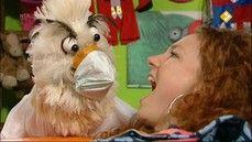 HBB Naar de tandarts - Carlijn heeft kiespijn en gaat naar de tandarts. De tandarts legt uit hoe je je gebit moet verzorgen en ervoor kunt zorgen dat je geen gaatjes krijgt. Raaf zingt een lied over tandenpoetsen. schoon - tandarts - kies - tand - tandenpoetsen - gebit