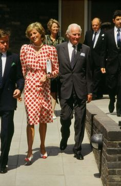 1989-07-21 Diana opens the British Council Exhibition 'All Dressed Up : British Fashion In The 1980s', sponsored by Marks & Spencer, at the Royal College of Art in Kensington