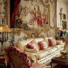 Classic Home Decor Themes That Are Always In Style European Home Decor, Classic Home Decor, Elegant Home Decor, Classic Interior, Elegant Homes, Classic House, Home Interior Design, Victorian Interiors, Victorian Decor
