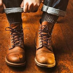 Autumnal vibrations courtesy of Red Wing. #redwingboots #mensfootwear #footswag #boots #mensstyleinspiration #mensstylecommunity