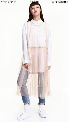 Sleeveless, wide-cut, calf-length mesh dress with seam at waist and pleated skirt. H&m Fashion, Korean Fashion, Fashion Looks, Fashion Outfits, Womens Fashion, Fashion Design, Fashion Trends, Petite Fashion, Curvy Fashion