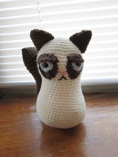 "Grumpy Cat Free Amigurumi Pattern PDF English Version ( click ""download"" or ""free Ravelry Download"") here: http://www.ravelry.com/patterns/library/grumpy-cat-3"