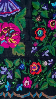 Beautiful handmade rug from South Romania, big colorful flowers, very charming, bohemian as style. It is made by hand in the loom, using traditional techniques, in wool, cotton and acrylic yarns. Wool Carpet, Rugs On Carpet, Vintage Rugs, Vintage Items, Rug Making, Colorful Flowers, Romania, Yarns, Loom