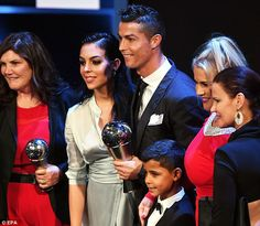 Cristiano Ronaldo celebrated winning the FIFA Best Player accolade for the second year in a row by taking his family to the swanky Novikov restaurant in London's Mayfair. Cristiano Ronaldo Cr7, Good Soccer Players, Soccer Fans, Real Madrid Wallpapers, Best Player, Celebs, Celebrities, Celebrity Couples, Fifa