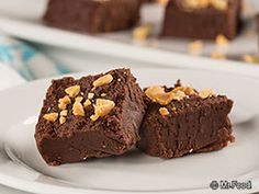 Chocolate Peanut Butter Fudge - This easy fudge recipe  is the perfect #lowcarb dessert for Christmas!