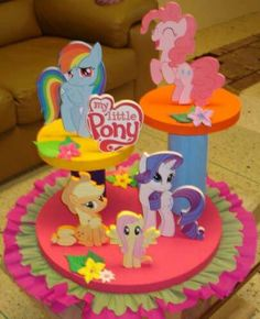 Centro de mesa de espumafles My Little Pony Cumpleaños, Fiesta Little Pony, Cumple My Little Pony, Little Poney, My Little Pony Birthday Party, 4th Birthday Parties, Styrofoam Art, Girl Birthday Decorations, Minion Party