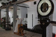 Weegschalen in alle soorten en maten vind je in het Weegschaalmuseum Naarden.