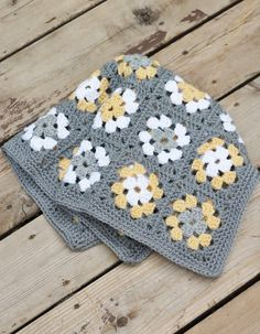 Grey and Yellow Granny Square newborn blanket, think I may do this but the other way round- yellow and grey swap x