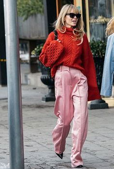How To Wear Pink And Red Before And After Valentines Day (Le Fashion) Women's Fashion Fashion Weeks, Club Fashion, Fashion Tips, Fashion Trends, Style Fashion, Style Club, My Style, Cable Knit Sweaters, Black Sweaters