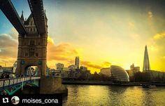 Alguém sabe a história por trás dessa bridgde? Deixe sua opnião nos comentários que iremos contar! #Repost @moises_cona with @repostapp   #OMGB #viajantesdubbi #essemundoenosso #escolhoviajar #destinosimperdiveis #pagextreme #mochileiros #trippics #trip #sun #sunset #london #londres #londonbridge #bridge - http://ift.tt/1HQJd81