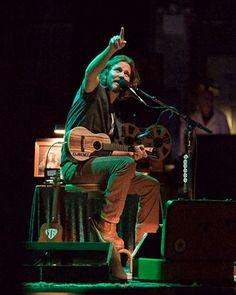 Eddie Vedder + ukelele = magic <3