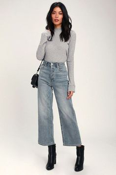 Shake up your denim collection with the Free People Wales Light Wash Wide Leg High-Waisted Cropped Jeans! Faded light wash wide-leg jeans with high waist. Wide Pants Outfit, Cropped Jeans Outfit, High Waisted Cropped Jeans, Jeans Outfit Winter, Wide Leg Cropped Pants, High Waist Jeans, Wide Legged Pants, Denim Culottes Outfits, Dark Blue Jeans Outfit