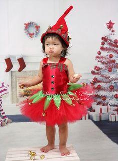Bienvenido a mamá de Ángel dulce!!!! Vestido de ayudante de Santa Claus muy adorable. Hay campanas en cada punto final, lo que es muy festivo... y tintinean al caminar!!! ¡Ideal para retratos de Navidad y fiesta de Navidad!!!!!! -cuenta con tela del satén para la parte superior