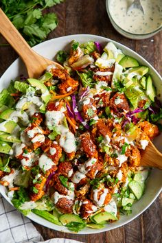Crispy Buffalo Chicken Salad with Cilantro Ranch {Paleo, Keto}. Crispy Buffalo Chicken Salad with Cilantro Ranch {Paleo, Keto} Recipes This buffalo chicken salad is super addicting, . Chicken Salad Recipes, Healthy Salad Recipes, Paleo Recipes, Salad With Chicken, Paleo Food, Healthy Salads For Dinner, Cooking Recipes, Healthy Meals, Whole 30 Salads