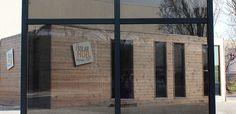 À l'occasion d'un partenariat, Vinci Construction et Sunpartner Technologies viennent de créer un mur-rideau intégrant un vitrage photovoltaïque. L'objectif est de permettre aux bâtiments équipés, neuf ou rénovés, de produire leur énergie.   #architecture #bâtiment #bepos #bois #construction #electricite #facade #magazine #mur-rideau #photovotaique #production #sunpartner #technologies #tertiaire #vinci