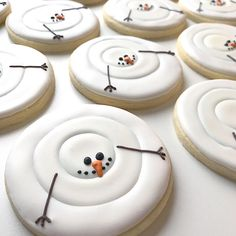 Christmas Cookies Which Will Make Your Home Smell Like The Holidays - Hike n Dip - - Christmas Cookies are the best part about the holidays. Here are over 100 Christmas Cookies recipes, sugar cookies decorations perfect for holiday baking. Christmas Sugar Cookies, Christmas Sweets, Christmas Cooking, Christmas Goodies, Holiday Cookies, Holiday Treats, Christmas Holidays, Funny Christmas, Holiday Recipes