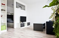 Wohnecke mit Blick in das Schlafzimmer Entryway, Loft, Bed, Furniture, Home Decor, New Construction, Real Estates, Bed Room, Homes