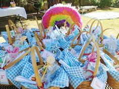 Wizard of Oz Birthday Party...oh boy Anndy!! Aunties got some ideas this year girlie! ;)