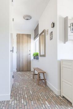 Realisatie Barendrecht - belgisch hardsteen tegels Sweet Home Design, Home Interior Design, Italy House, House Design, White Rooms, House Interior, Interior Design Rustic, House Doors, Home Decor