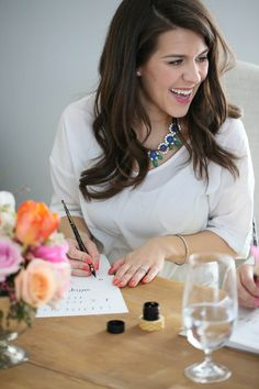 Learn calligraphy in just 5 days with these simple step-by-step instructions & printables from calligrapher Madi Sanders at www.julieblanner.com
