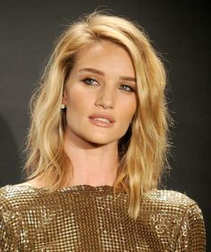 Long Bob - examples of haircut and color inspired by the stars, langer-bob-blond-seitenscheitel-wellig-schulterlang-rosie-huntington, Bob Hairstyles 2018, Easy Hairstyles For Medium Hair, Elegant Hairstyles, Bob Haircuts, Wedding Hairstyles, Classic Haircut, Langer Bob, Shoulder Hair, Shoulder Length