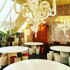 이런 공간 스튜디오 모이 직원 식당이라는데 #moooi #studiomoooi #marcelwanders #interiordesign #공간 #인테리어 #가구 #furniture #amsterdam