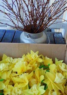 λουλούδια κι άλλα λουλούδια... Anna, Crafts For Kids, Ideas, Plants, Diy, Spring, Scribe, Puertas, Crafts For Children