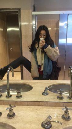 mirror Asian selfie girls