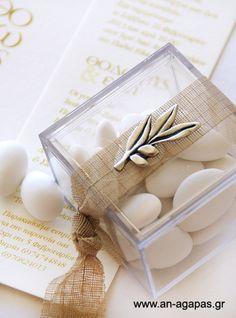 Μπομπονιέρα γάμου κουτί plexiglass φύλλο ελιάς | an-agapas.gr