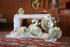pierwszokomunijne dekoracje kwiatowe ołtarza - Szukaj w Google