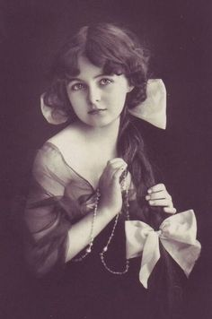 vintage child - I want to draw this some day! Vintage Children Photos, Images Vintage, Photo Vintage, Vintage Girls, Vintage Love, Vintage Pictures, Vintage Beauty, Old Pictures, Vintage Prints