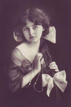 vintage girl photo