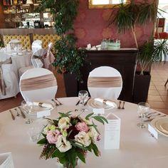 Esküvői menü - háromszög. Gyere és válogass a több mint 500 csodálatos egyedi esküvői kellék közül. Mennyiségi kedvezményekkel várunk. MerciDekor.hu Inspirációs képeink segítenek a Te stílusod megtalálásában. Gyere és hívj: Tel: 30/385-4688 Ingyenes tanácsadással várunk! - Esküvői menü - háromszög Table Settings, Minden, Table Decorations, Home Decor, Decoration Home, Room Decor, Place Settings, Home Interior Design, Dinner Table Decorations