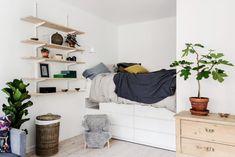 Interior Architecture, Interior And Exterior, Interior Design, Diy Platform Bed, Tiny Apartments, Cabinet Decor, Dream Rooms, Small Living, Small Spaces