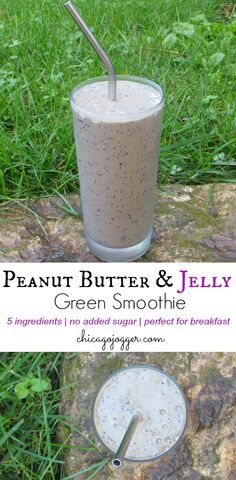Peanut Butter & Jelly Green Smoothie - a healthy smoothie that's perfect for breakfast or snack time | chicagojogger.com