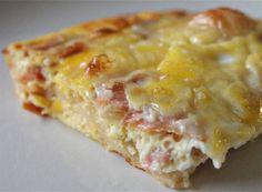 Σουφλέ. Απλό, υπέροχο, γευστικότατο. Ένα σουφλέ που θα γοητεύσει όσους το φάνε… Υλικά •1 μεγάλο ψωμί για τόστ χωρίς κόρα (αλλιώς θα την αφαιρέσετε με μαχαίρι) •1/2 βιτάμ •1 κιλό περίπου κίτρινα τυριά τριμμένα •20 φέτες μπέικον ψιλοκομμένες [ή ζαμπόν της αρεσκείας σας] •1 λίτρο γάλα •8 αυγά  Εκτέλεση 1.Aλείφουμε βούτυρο ένα μεγάλο ορθογώνιο …