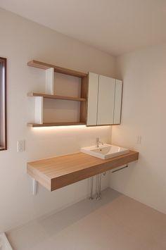 スライド式三面鏡のついた洗面