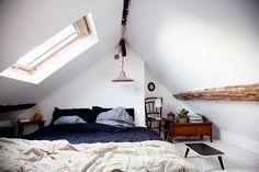 attic bedroom with vintage twist (via les zigouis: *)
