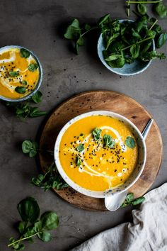 An inflammation busting carrot, ginger and turmeric soup that& absolutely bursting with fresh, warming flavors. An inflammation busting carrot, ginger and turmeric soup thats absolutely bursting with fresh, warming flavors. Vegan Soups, Vegetarian Recipes, Cooking Recipes, Healthy Recipes, Autumn Recipes Healthy, Vegan Carrot Soup, Healthy Soups, Vegetarian Soup, Portuguese Recipes