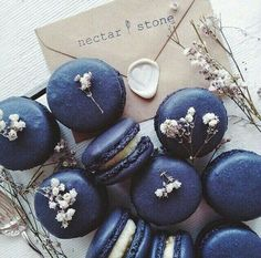 Nectar and Stone Macarons. Nectar And Stone, Cute Desserts, Delicious Desserts, Macaron Bleu, Kreative Desserts, French Macaroons, Blue Macaroons, Lavender Macarons, Macaroons Wedding