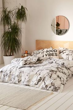 Marble duvet cover from urban outfitters #teengirlbedroomideasurbanoutfitters